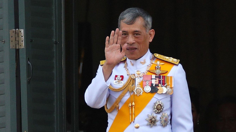 El periodista más crítico con Rama X sufre extorsión: el rey de Tailandia, señalado