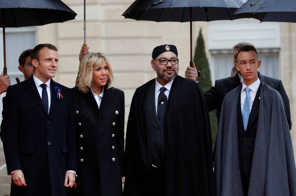 Foto: El rey Mohamed VI y su hijo, el príncipe Moulay Hassan, junto a Emmanuel y Brigitte Macron en el Palacio del Elíseo, en París. (Reuters)