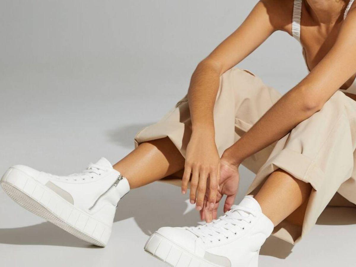 Foto: Zapatillas deportivas para sumar centímetros de altura. (Bershka)