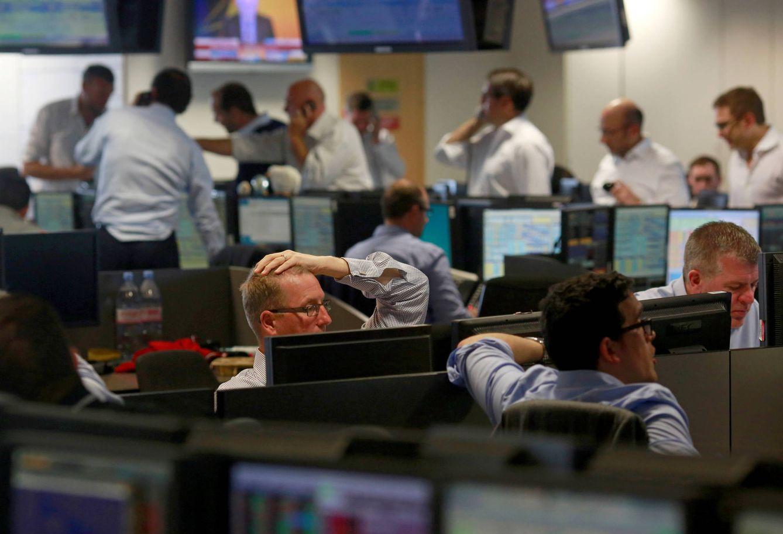 Foto: Traders de BGC, compañía con sede en Canary Wharf, Londres, reaccionan tras la apertura de los mercados el viernes 24 de junio (Reuters).