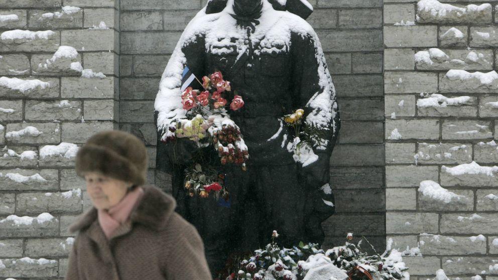 La batalla del soldado de bronce: lecciones del primer episodio de ciberguerra con Rusia