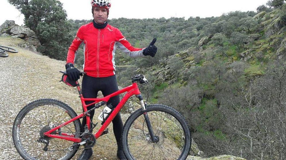 Foto: Antonio Alix en un salida por la Sierra de Madrid. (Foto de Twitter @antoalix)