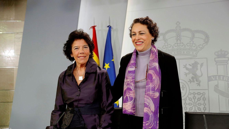 Foto: La ministra de Trabajo, Magdalena Valerio, junto a la ministra portavoz, Isabel Celaá (Efe)