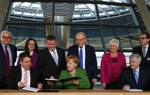 Merkel y el SPD cierran un pacto para gobernar en una gran coalición