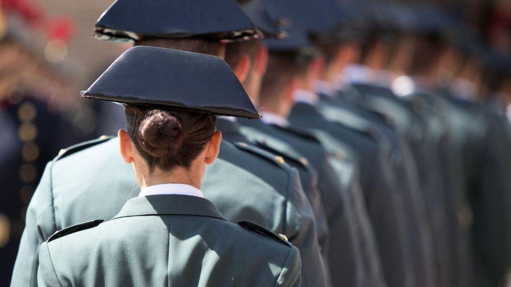 Foto: Oficiales de la Guardia Civil, durante la última entrega de despachos en Zaragoza. (EFE)