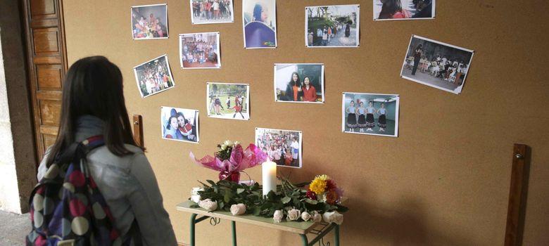 Foto: Compañeros de Asunta recuerdan en un mural en el instituto su 13 cumpleaños (EFE)