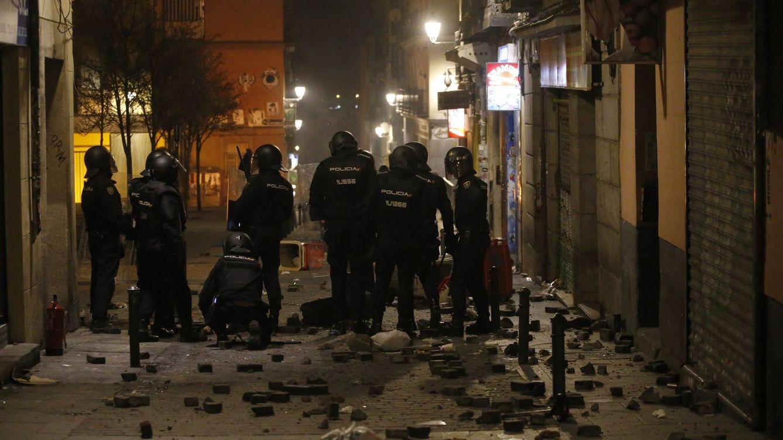 Luto y cenizas en Lavapiés: Escapamos de la policía, ser mantero es un delito en España