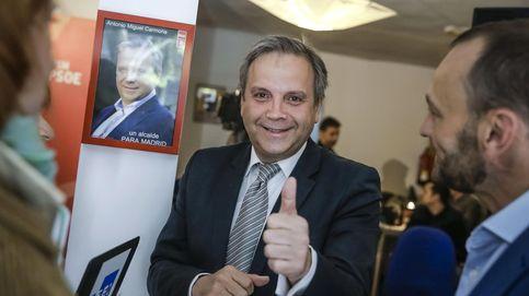 Antonio Miguel Carmona, candidato del PSM, canta en '¡Qué tiempo tan feliz!'