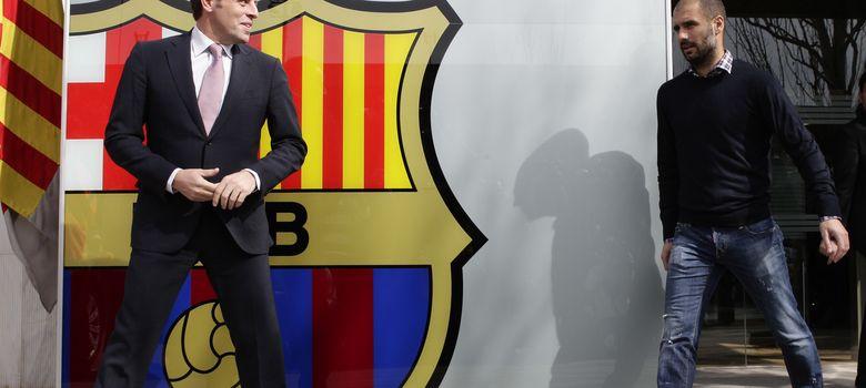 Foto: El presidente azulgrana Sandro Rosell posa junto al escudo del Barcelona.