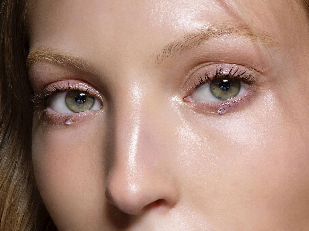 Foto: La blefaroplastia consigue un efecto lifting en la mirada al retirar el exceso de piel y grasa que se acumula en los párpados. (Imaxtree)