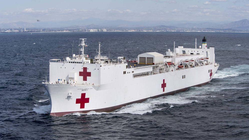 Foto: El USNS Mercy (T-AH 19), uno de los dos buques hospital desplegado por EEUU en la crisis del coronavirus. (US Navy)