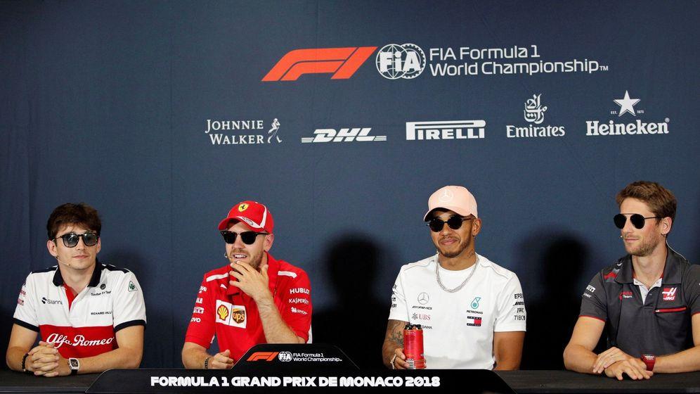 Foto: Leclerc, Vettel, Hamilton y Grosjean llegaron a la rueda de prensa de una manera un tanto peculiar (EFE)