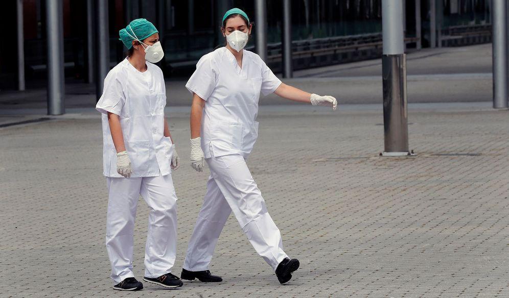 Foto: Sanitarios del hospital de Ifema. EFE