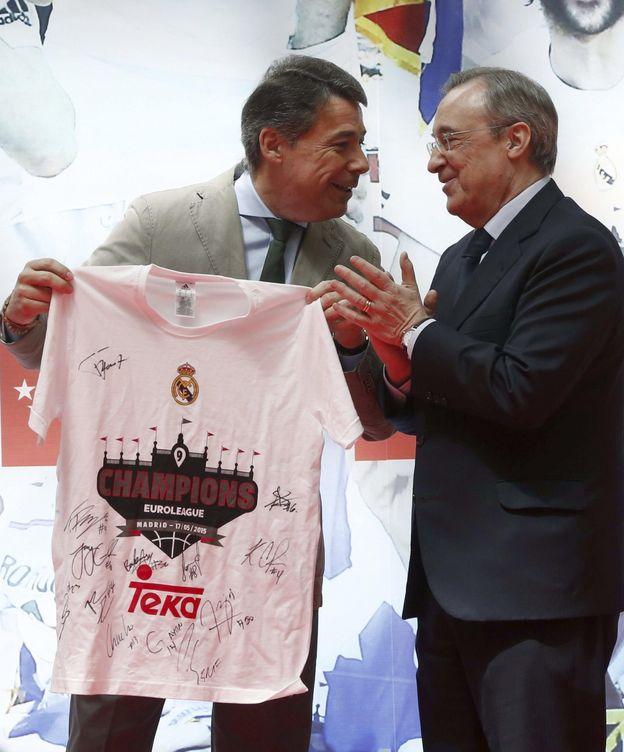 Foto: Ignacio González, presidente de la Comunidad de Madrid, y Florentino Pérez, presidente de ACS y del Real Madrid (Efe)