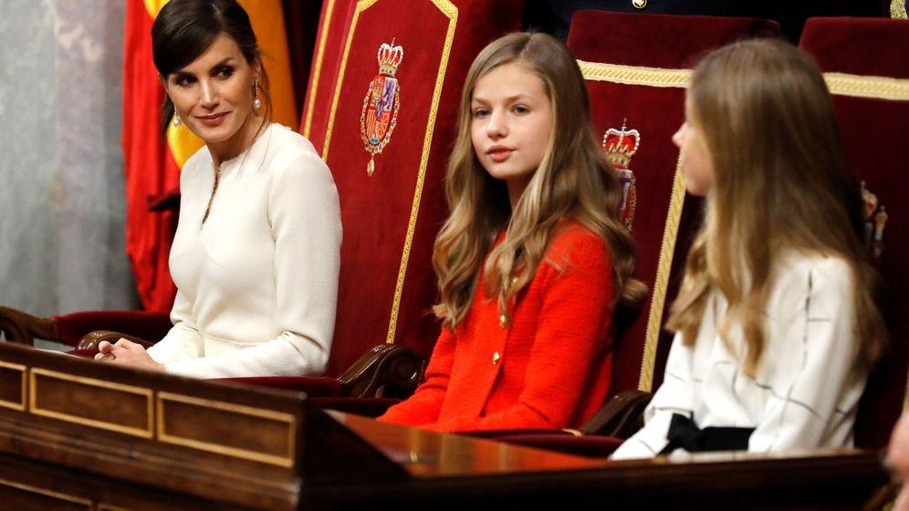 Foto: Letizia, Leonor y Sofía, en la apertura de la XIV Legislatura. (EFE)