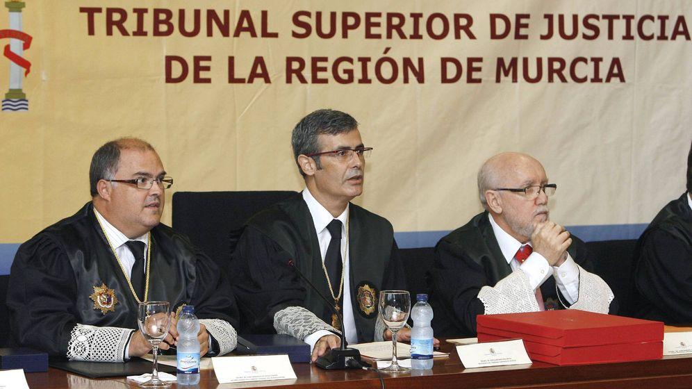 Foto: A la derecha, el ex fiscal superior de Murcia Manuel López Bernal, en una fotografía de archivo. (EFE)