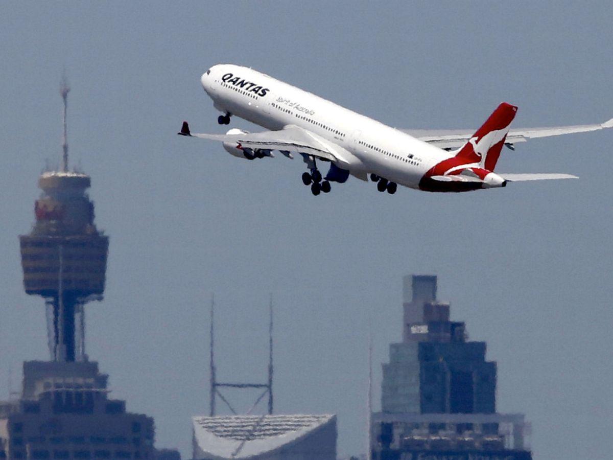 Foto: Un avión de Qantas Airways saliendo del aeropuerto de Sídney. (Reuters)
