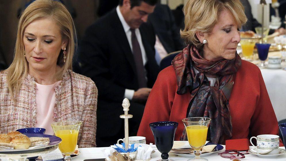 Foto: Cristina Cifuentes y Esperanza Aguirre. (EFE)