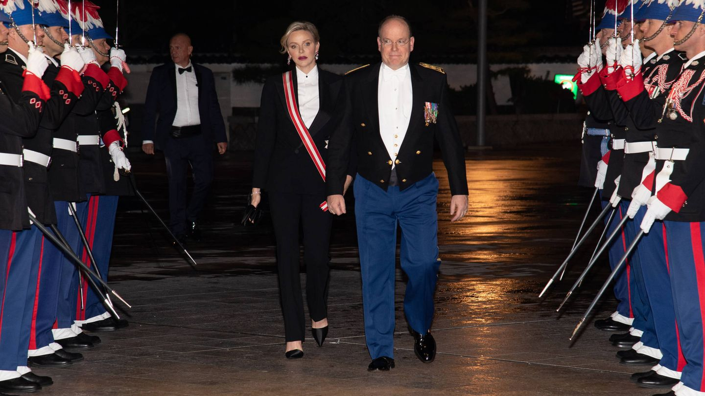 Alberto y Charlène de Mónaco, en la gala del Día Nacional. (Getty)