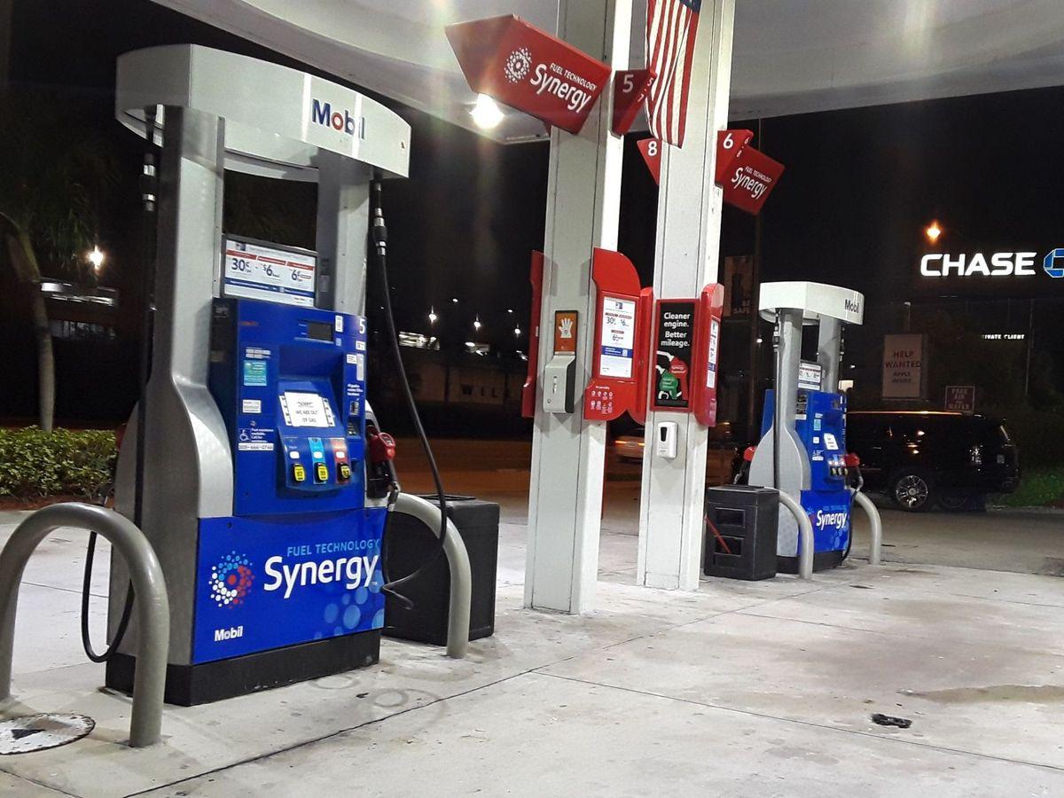 Foto: Una gasolinera de Miami (EEUU), vacía tras el ciberataque. (EFE)