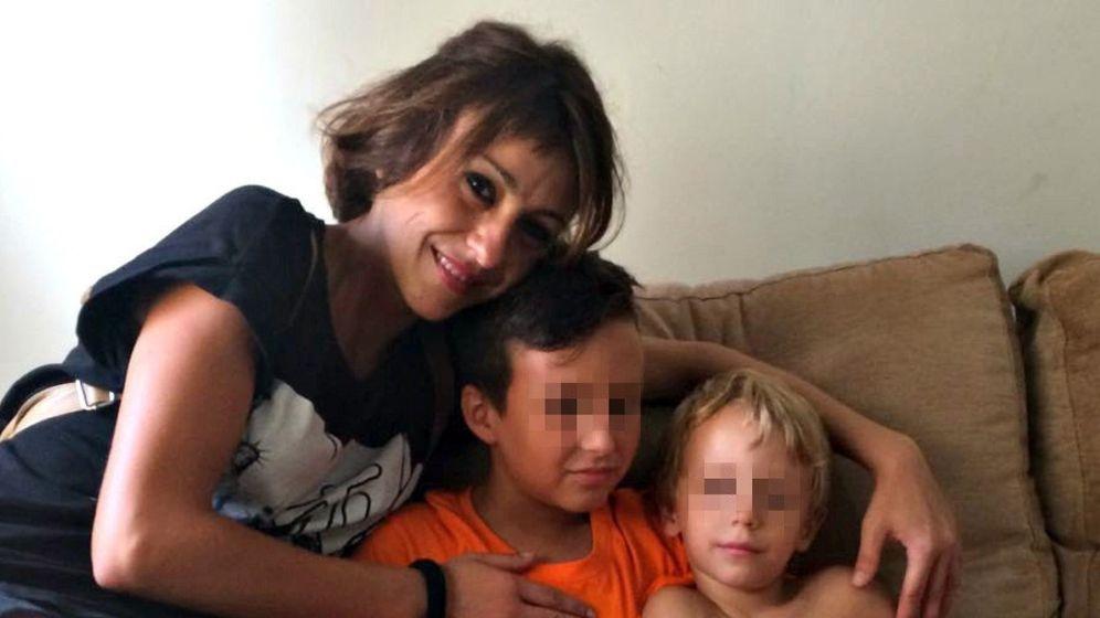 Foto: Juana Rivas y sus dos hijos. (EFE)
