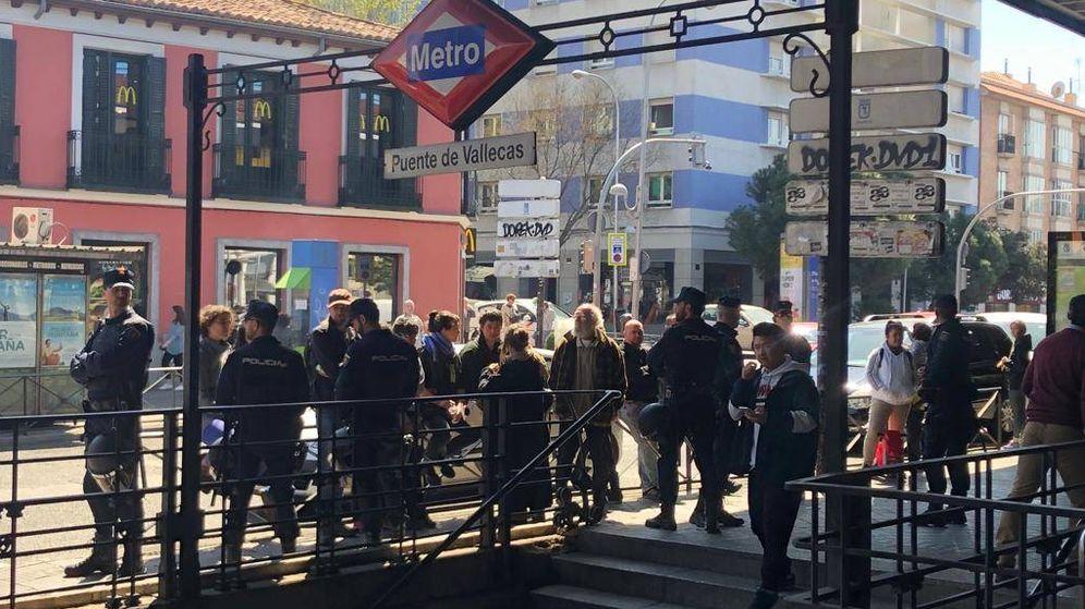 Foto: La Policía protege a Vox en Vallecas. (EC)