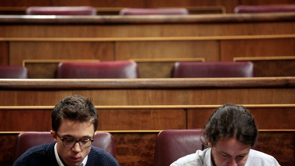 Foto: El portavoz parlamentario de Unidos Podemos y secertario político de la formación, Íñigo Errejón, junto al secretario general Pablo Iglesias, en el Congreso antes del inicio de la pasada sesión de investidura. (Reuters)