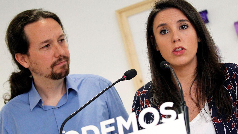 Pablo Iglesias e Irene Montero, en la rueda de prensa en la que pusieron su cargo a disposición de las bases. (EFE)