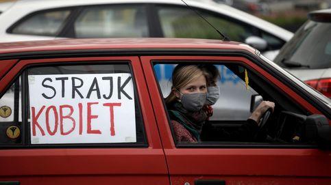 Las manifestaciones contra la ley del aborto en Polonia, en coche por el Covid-19