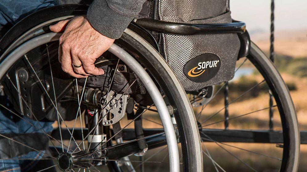 Foto: Un hombre en silla de ruedas. (Pixabay)