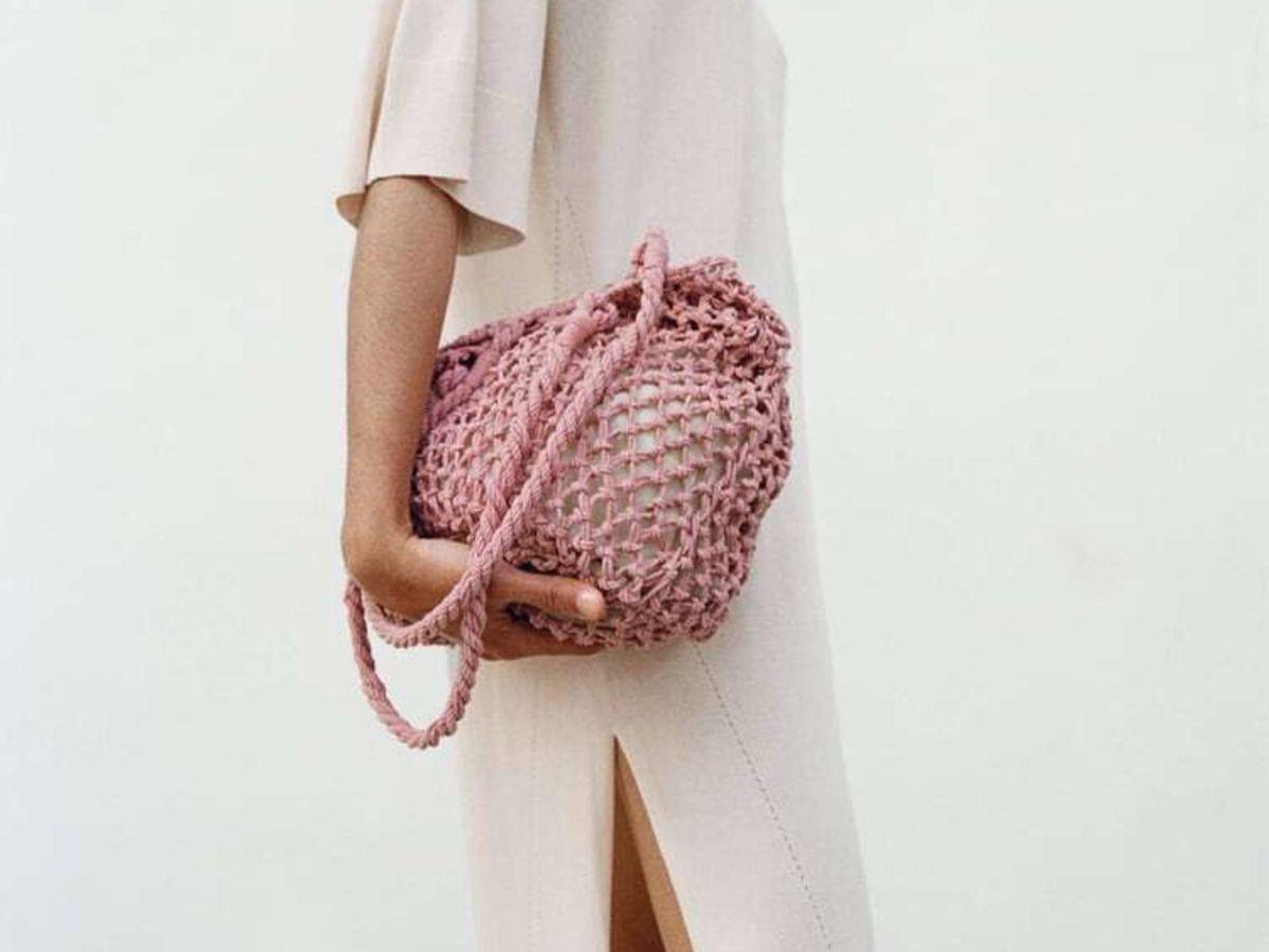Foto: El bolso shopper trenzado de Zara. (Cortesía)