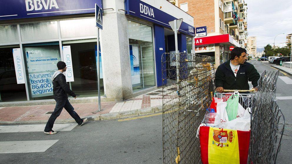 BBVA aplaza el cobro de dos euros a los no clientes por usar sus cajeros