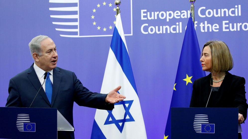 Foto: Benyamín Netanyahu y la jefa de la diplomacia europea, Federica Mogherini, en una rueda de prensa conjunta en Bruselas, el 11 de diciembre de 2017. (Reuters)