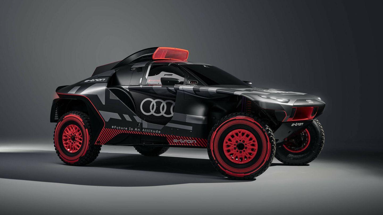 El Audi RS Q e-tron equipa tres motores eléctricos, más uno de gasolina que opera como generador de energía durante la marcha.
