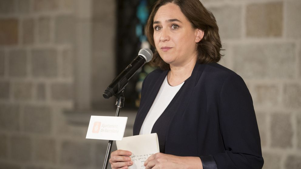 Ada Colau se plantea votar en blanco o nulo en el referéndum