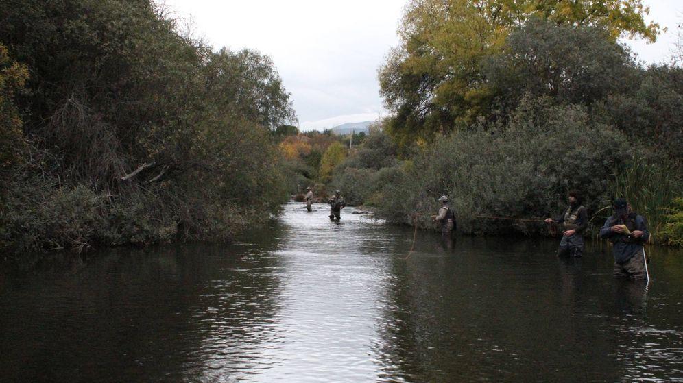 Foto: Pescadores en el río Lozoya de Madrid. Foto: Sociedad de Pescadores Alto Valle del Lozoya