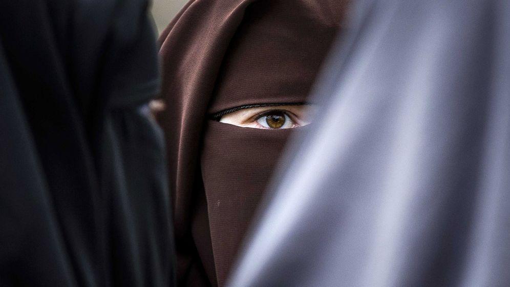 Foto: Imagen de archivo de unas mujeres con niqab. (EFE)