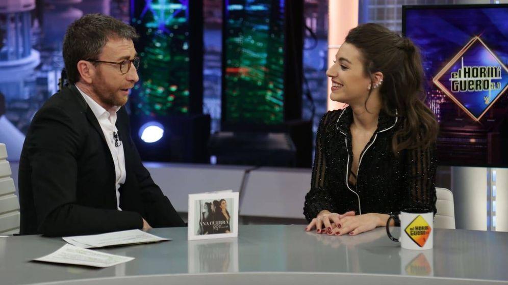 Foto: Ana Guerra con Pablo Motos en 'El Hormiguero'. (Atresmedia)