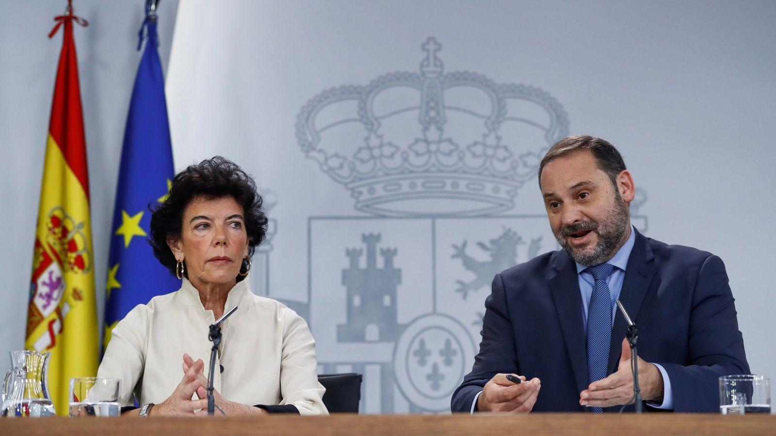 Foto: Los ministros Isabel Celaá y José Luis Ábalos, este 28 de septiembre en rueda de prensa en La Moncloa. (EFE)