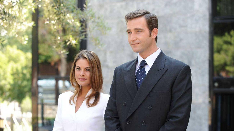 Amaia Salamanca y Fernando Gil, en una escena de 'Felipe y Letizia, una historia de amor'. (Telecinco)