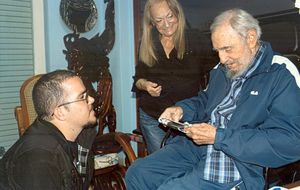 Fidel Castro reaparece en varias fotografías junto a un universitario