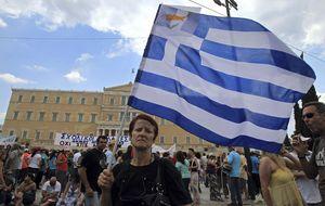 Grecia aprueba los despidos y reformas exigidos por la troika
