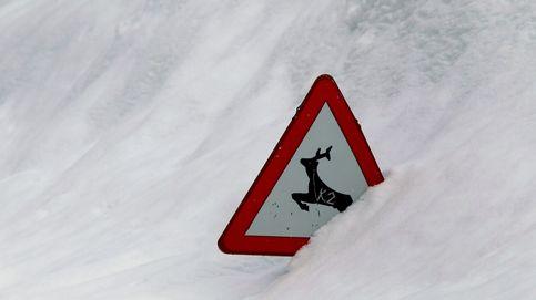 La nieve cierra siete carreteras y obliga a usar cadenas en otras dos