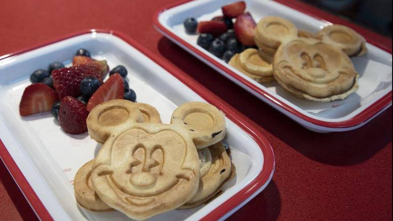 Desayuno en la cafetería de Disney.