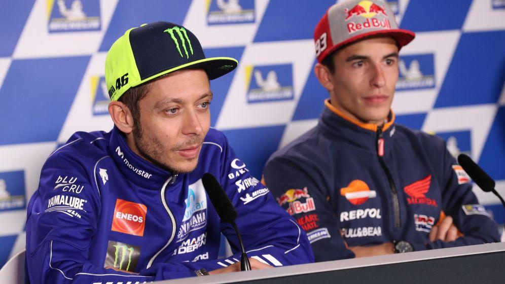 Foto: Márquez y Rossi en el GP de Australia. (Efe: David Crosling)