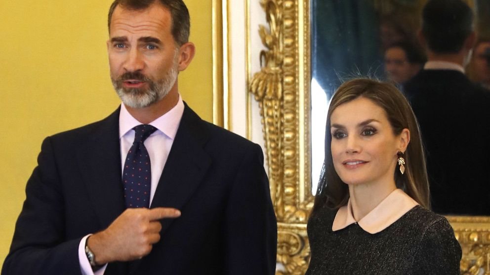 Los Reyes reciben al patronato del Instituto Cervantes en el Palacio Real de Aranjuez