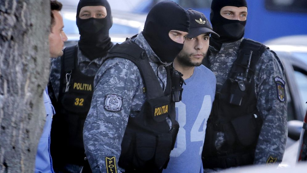 Foto: El español Sergio Morate es escoltado por la policía al Alto Tribunal de Casación y Justicia de Rumanía, este miércoles. (EFE)