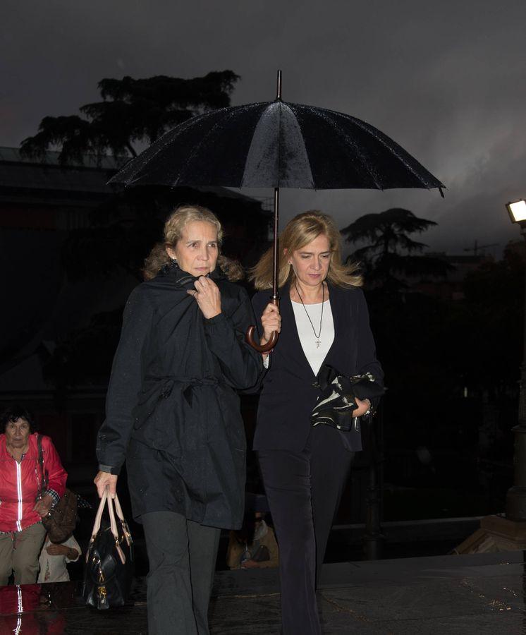 Foto: Las infantas Elena y Cristina, en el funeral de Germán López Madrid. (Lagencia Grosby)