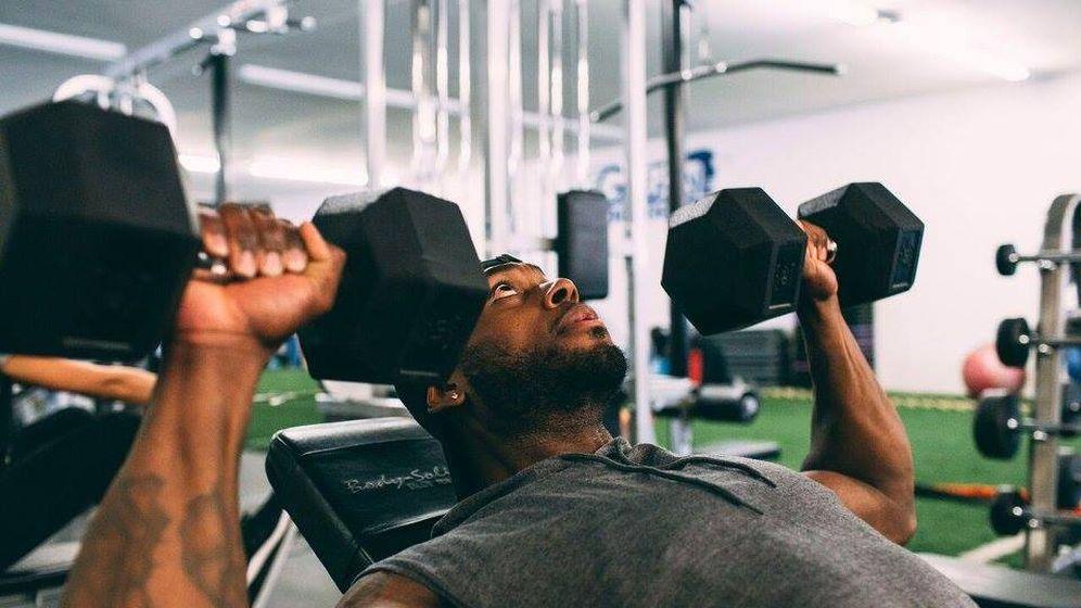 Foto: Corey Calliet haciendo pesas en su gimnasio. (Facebook)