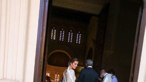 María Corsini, novia floreada junto a su invitada más especial: su hermana Belén